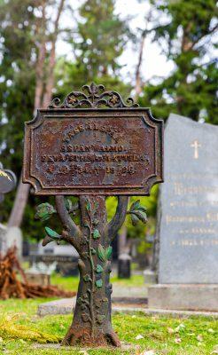 hautausmaalla